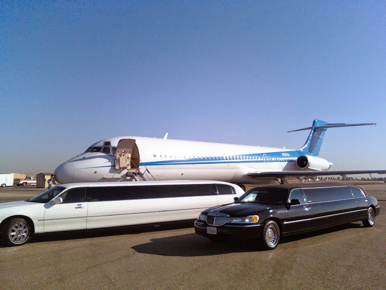 hourly airport limo